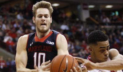 Maryland's Jake Layman, left, and Ohio State's D'Angelo Russell work for a loose ball during the first half of an NCAA college basketball game in Columbus, Ohio, Thursday, Jan. 29, 2015. (AP Photo/Paul Vernon)