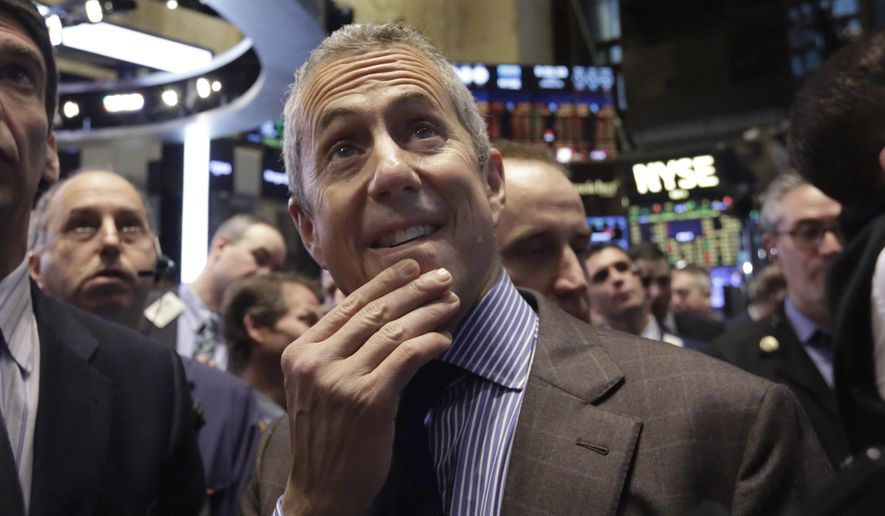 Danny Meyer, center, Founder & CEO of Union Square Hospitality Group, waits for the Shake Shack IPO to begin trading, on the floor of the New York Stock Exchange, Friday, Jan. 30, 2015. (AP Photo/Richard Drew) ** FILE **