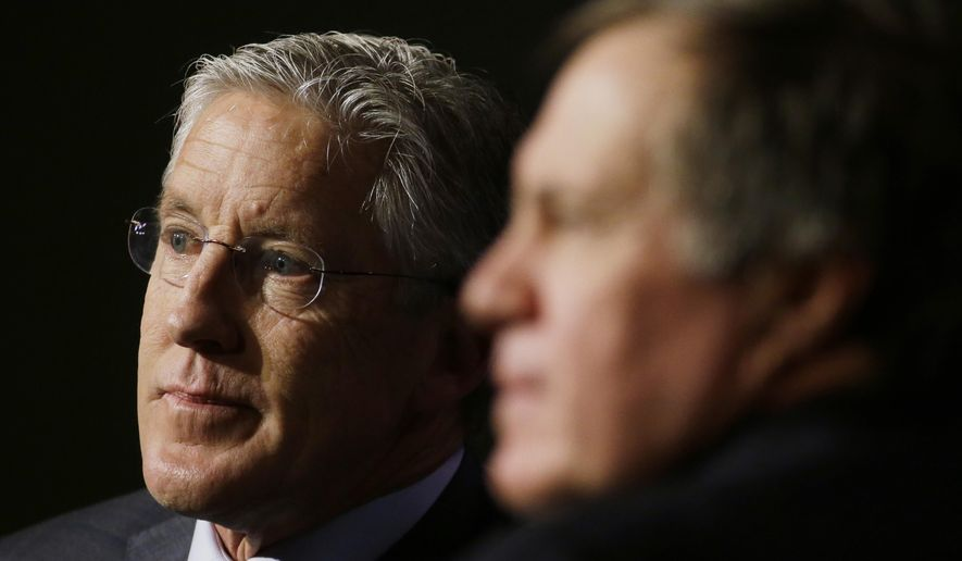 Seattle Seahawks head coach Pete Carroll, left, and New England Patriots head coach Bill Belichick participate in a news conference for NFL Super Bowl XLIX football game Friday, Jan. 30, 2015, in Phoenix. (AP Photo/Charlie Riedel)