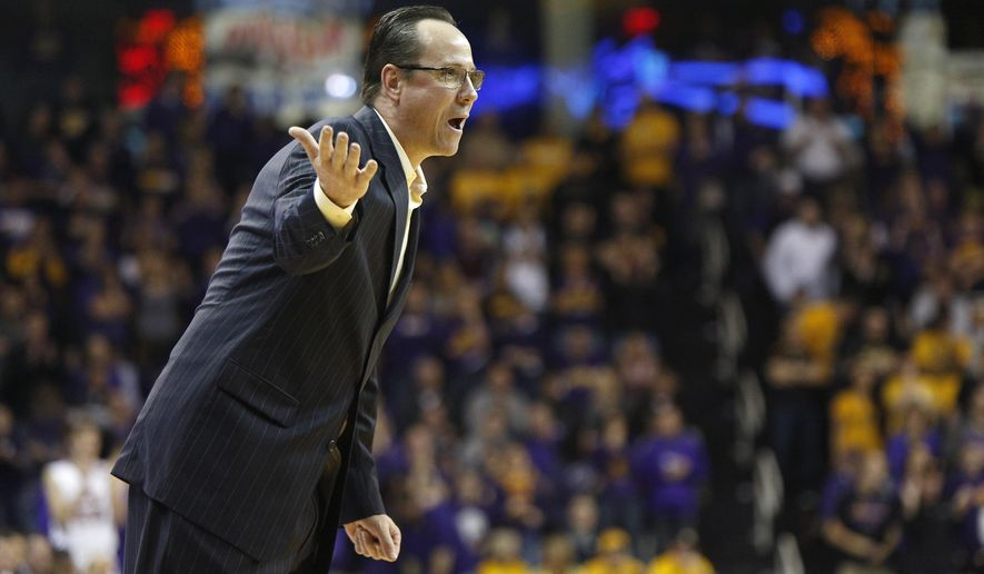 Wichita State head coach Gregg Marshall directs his players during the first half of an NCAA college basketball game against Northern Iowa, Saturday, Jan. 31, 2015, in Cedar Falls, Iowa. Northern Iowa won 70-54. (AP Photo/Matthew Putney)