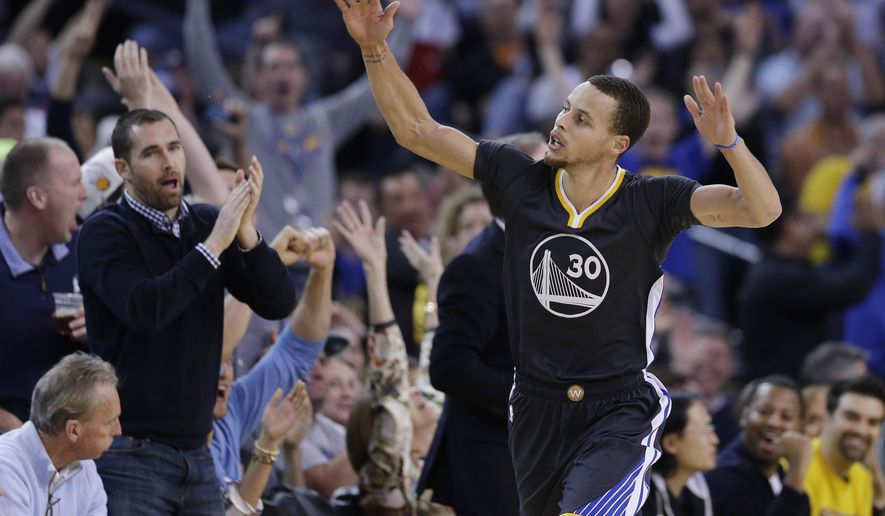 Golden State Warriors' Stephen Curry (30) celebrates after scoring against the Phoenix Suns during the first half of an NBA basketball game Saturday, Jan. 31, 2015, in Oakland, Calif. (AP Photo/Marcio Jose Sanchez)