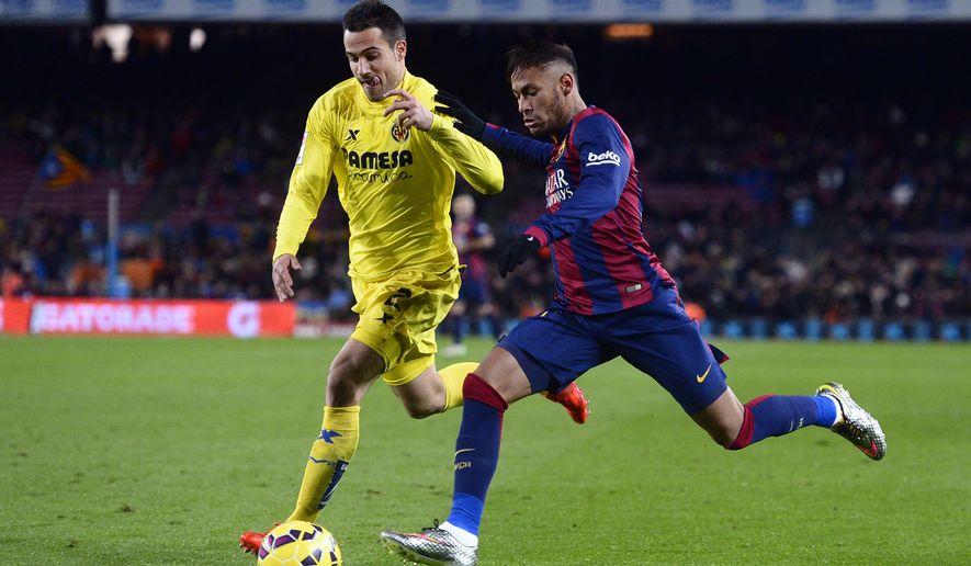 FC Barcelona's Neymar, from Brazil, right, against Villarreal's Mario Gaspar during a Spanish La Liga soccer match at the Camp Nou stadium in Barcelona, Spain, Sunday, Feb. 1, 2015. (AP Photo/Manu Fernandez)