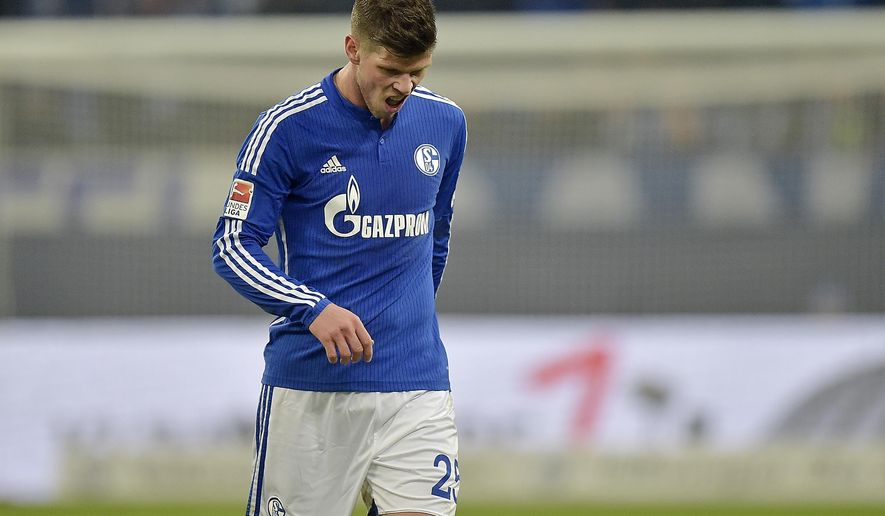 Schalke's Klaas Jan Huntelaar from the Netherlands leaves the pitch after receiving a red card during the German Bundesliga soccer match between FC Schalke 04 and Hannover 96, in Gelsenkirchen, Germany, Saturday, Jan. 31, 2015. Schalke defeated Hannover by  1-0. (AP Photo/Martin Meissner)