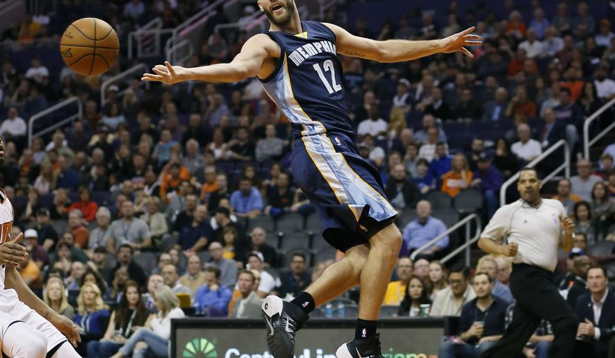 Memphis Grizzlies' Nick Calathes (12) dishes off against the Phoenix Suns during the first half of an NBA basketball game, Monday, Feb. 2, 2015, in Phoenix. (AP Photo/Matt York)