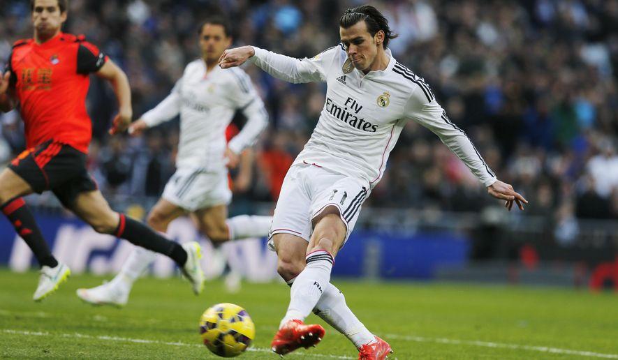 Real Madrid's Gareth Bale shoots on goal during a Spanish La Liga soccer match between Real Madrid and Real Sociedad at the Santiago Bernabeu stadium in Madrid, Spain, Saturday Jan. 31, 2015. (AP Photo/Paul White)