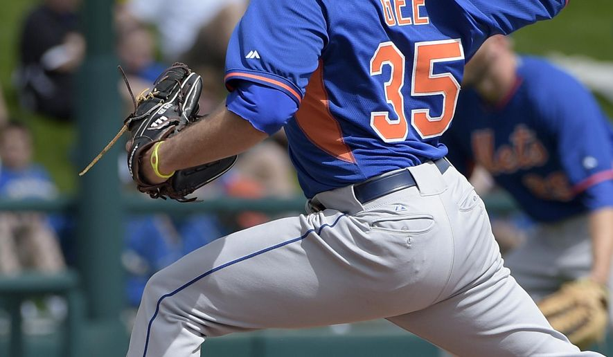 New York Mets starting pitcher Dillon Gee delivers a pitch during the first inning of a spring training baseball game against the Atlanta Braves, Wednesday, March 4, 2015, in Kissimmee, Fla. (AP Photo/Phelan M. Ebenhack)