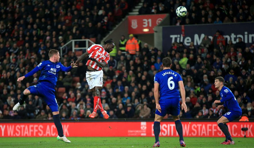 Stoke City's Victor Moses, center left, scores his side's first goal of the game during their English Premier League soccer match against Everton at the Britannia Stadium, Stoke, England, Wednesday, March 4, 2015. (AP Photo/Nick Potts, PA Wire)      UNITED KINGDOM OUT      -    NO SALES     -    NO ARCHIVES