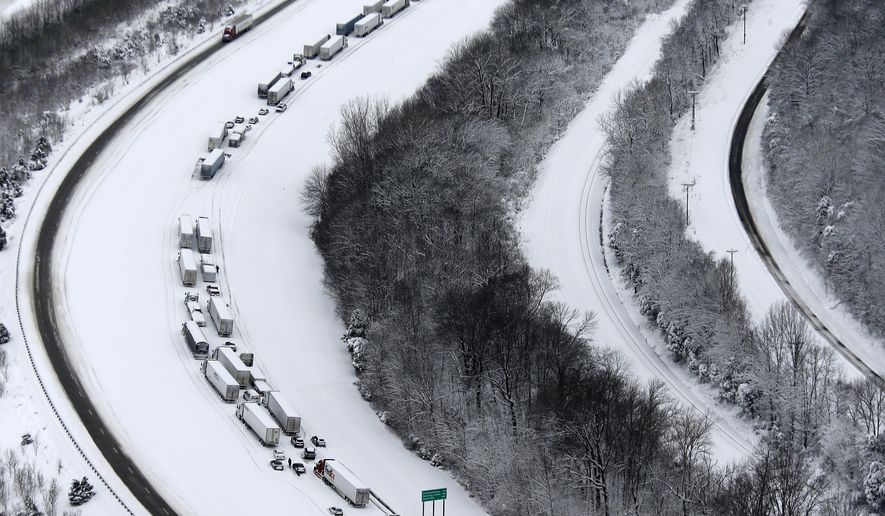 Cars and trucks are stranded Thursday, March 5, 2015, along Interstate 65 in Hardin and Bullitt counties in Kentucky due to a heavy accumulation of snow that fell overnight. (AP Photo/The Courier-Journal, Pat McDonogh) NO SALES; MAGAZINES OUT; NO ARCHIVE MANDATORY CREDIT