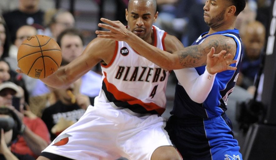Dallas Mavericks'  Devin Harris, right, defends Portland Trail Blazers' Arron Afflalo during the first half of an NBA basketball game in Portland, Ore., Thursday, March 5, 2015. (AP Photo/Greg Wahl-Stephens)