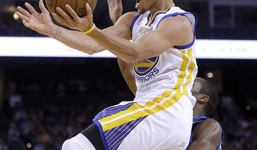 Golden State Warriors' Stephen Curry lays up a shot ahead of Dallas Mavericks' Rajon Rondo during the second half of an NBA basketball game Friday, March 6, 2015, in Oakland, Calif. (AP Photo/Ben Margot)