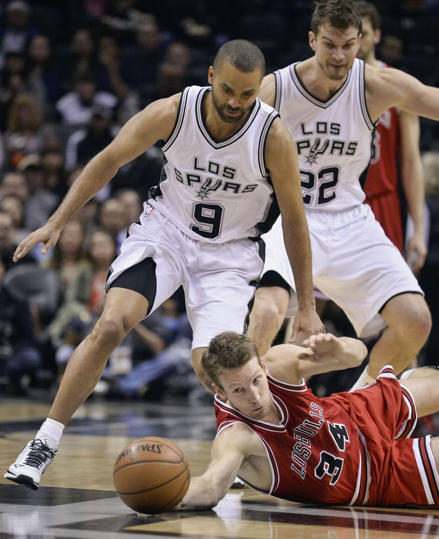Chicago Bulls forward Mike Dunleavy (34) chases the ball against San Antonio Spurs guard Tony Parker (9), of France, during the first half of an NBA basketball game, Sunday, March 8, 2015, in San Antonio. (AP Photo/Darren Abate).