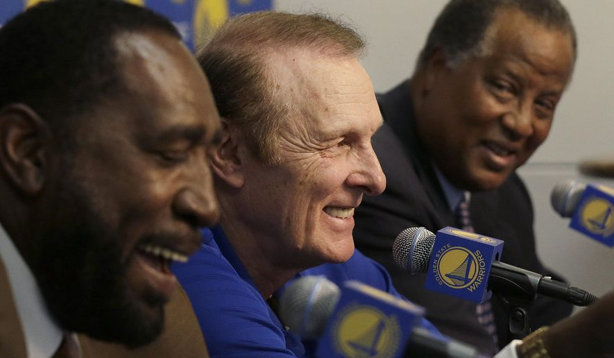 Former 1975 Golden State Warriors players Clifford Ray, from left, Rick Barry and Jamaal Wilkes smile during a news conference about the 40th anniversary of championship before an NBA basketball game between the Warriors and the Washington Wizards in Oakland, Calif., Monday, March 23, 2015. (AP Photo/Jeff Chiu)