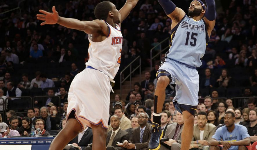 Memphis Grizzlies' Vince Carter, right, shoots over New York Knicks' Langston Galloway during the first half of the NBA basketball game, Monday, March 23, 2015 in New York. (AP Photo/Seth Wenig)