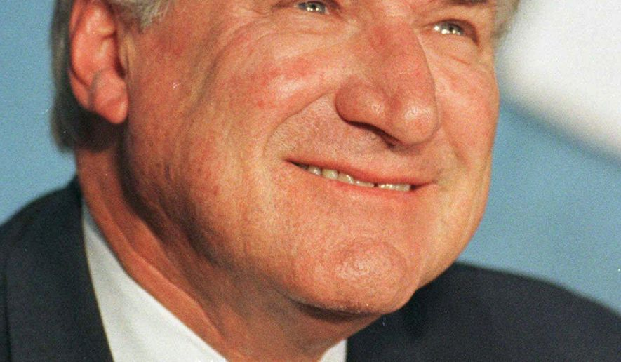 """FILE - This Oct. 9, 1997, file photo shows North Carolina basketball coach Dean Smith during a news conference where he announced his retirement, in Chapel Hill, N.C. Dean Smith is still giving to his North Carolina players _ even after his death. Tim Breedlove, the Charlotte-based trustee of the trust that bears the late coach's name, said Thursday, March 26, 2015,  that letters were sent earlier this month to each of the players who lettered for Smith's Tar Heel teams _ about 180 in all. The letter says Smith directed that following his death, each letterman was to be sent a $200 check with the message """"enjoy a dinner out compliments of Coach Dean Smith.""""The checks were attached to the letters. (AP Photo/Bob Jordan, File)"""