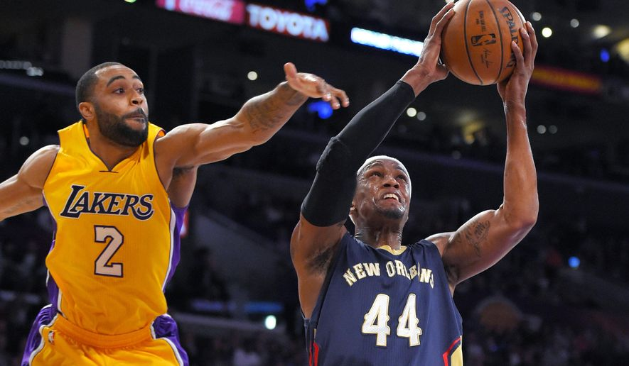 New Orleans Pelicans forward Dante Cunningham shoots as Los Angeles Lakers guard Wayne Ellington defends during the first half of an NBA basketball game, Wednesday, April 1, 2015, in Los Angeles. (AP Photo/Mark J. Terrill)