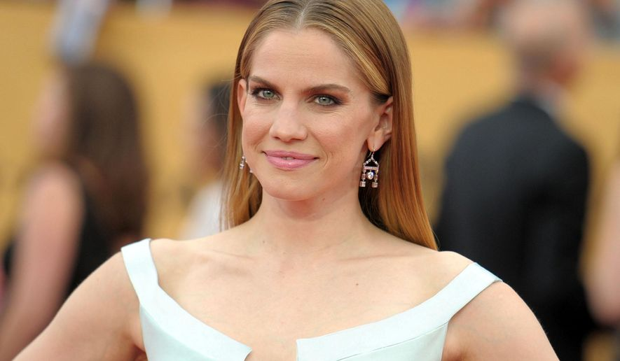 "FILE - In this Jan. 25, 2015 file photo, actress Anna Chlumsky arrives at the 21st annual Screen Actors Guild Awards in Los Angeles. Chlumsky stars with Jerry O'Connell on Broadway in ""Living On Love,"" about rival writers who are hired to ghost write autobiographies of two classical musicians at a crossroads in their marriage and careers. (Photo by Richard Shotwell/Invision/AP, File)"