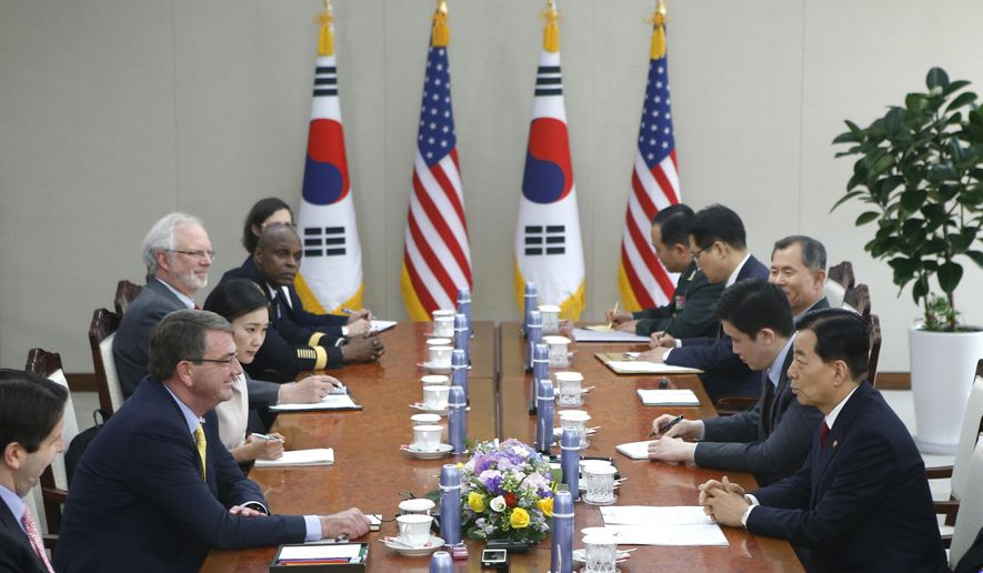 U.S. Defense Secretary Ash Carter, second left, talks with his South Korean counterpart Han Min Koo, right,  during their meeting at the Defense Ministry in Seoul Friday, April 10, 2015.  (AP Photo/Kim Hong-Ji, Pool)
