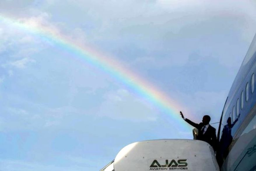 President Obama waves from Air Force One in Jamaica on April 9, 2015. (Image: White House, Twitter)