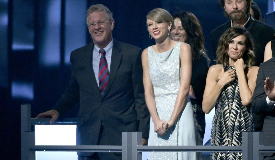 Scott Kingsley Swift, left, and Taylor Swift appear in the audience at the 50th annual Academy of Country Music Awards at AT&T Stadium on Sunday, April 19, 2015, in Arlington, Texas. (Photo by Chris Pizzello/Invision/AP)