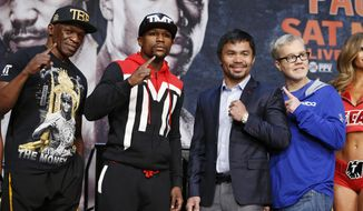 Floyd Mayweather Sr., from left, Floyd Mayweather Jr., Manny Pacquiao and Freddie Roach pose for photographers during a news conference Wednesday, April 29, 2015, in Las Vegas. Mayweather Jr. will face Pacquiao in a welterweight boxing match in Las Vegas on May 2. (AP Photo/John Locher)