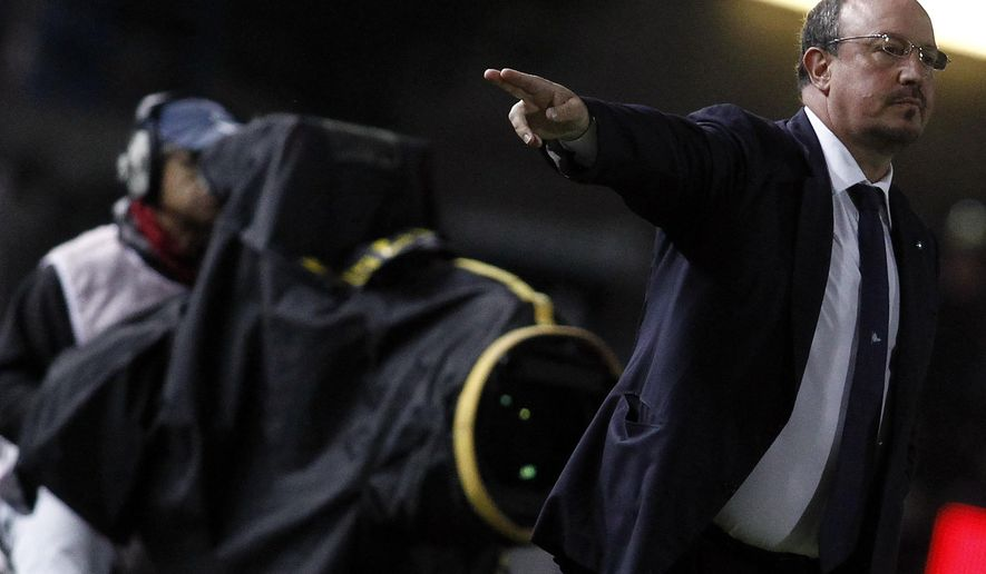 Napoli coach Rafa Benitez gives indications to his players during the Serie A soccer match between Empoli and Napoli, in Empoli, Italy, Thursday, April 30, 2015. (AP Photo/Paolo Lazzeroni)