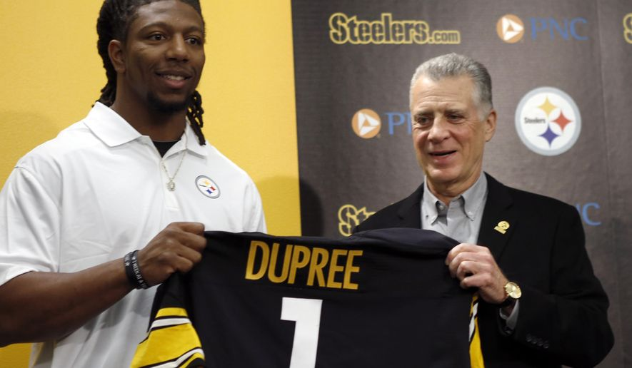 """Alvin """"Bud"""" Dupree, a linebacker out of Kentucky, left, poses with a team jersey beside Pittsburgh Steelers President Art Rooney II as he is introduced at a news conference, Friday, May 1, 2015, in Pittsburgh, Depree was chosen by the Pittsburgh Steelers in the first round, 22nd overall, in the NFL football draft on Thursday. (AP Photo/Keith Srakocic)"""