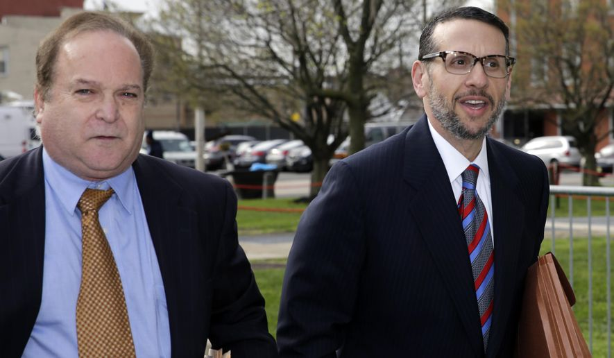 David Wildstein, right, arrives with his attorney Alan Zegas at federal court for a hearing Friday, May 1, 2015, in Newark, N.J.  Wildstein, a former Port Authority appointee of New Jersey Gov. Chris Christie, is set to plead guilty on charges arising from a federal probe into traffic jams he ordered on the George Washington Bridge, allegedly on behalf of Christie. (AP Photo/Mel Evans)