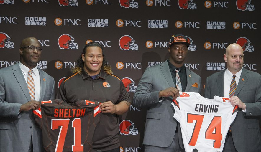 Cleveland Browns general manager Ray Farmer, left, stands with Browns first-round draftees Danny Shelton, second from left, and Cameron Erving, second from right, and Browns head coach Mike Pettine, right, at a news conference in Berea, Ohio, Friday, May 1, 2015. (AP Photo/Phil Long)