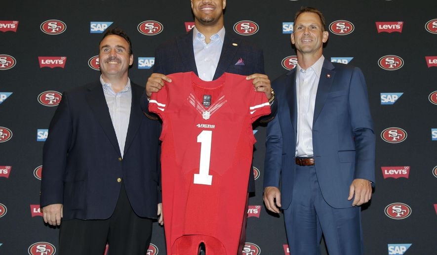 San Francisco 49ers first-round draft pick Arik Armstead, center, holds up a jersey next to head coach Jim Tomsula, left, and General Manager Trent Baalke during an NFL football news conference Friday, May 1, 2015, in Santa Clara, Calif. (AP Photo/Marcio Jose Sanchez)