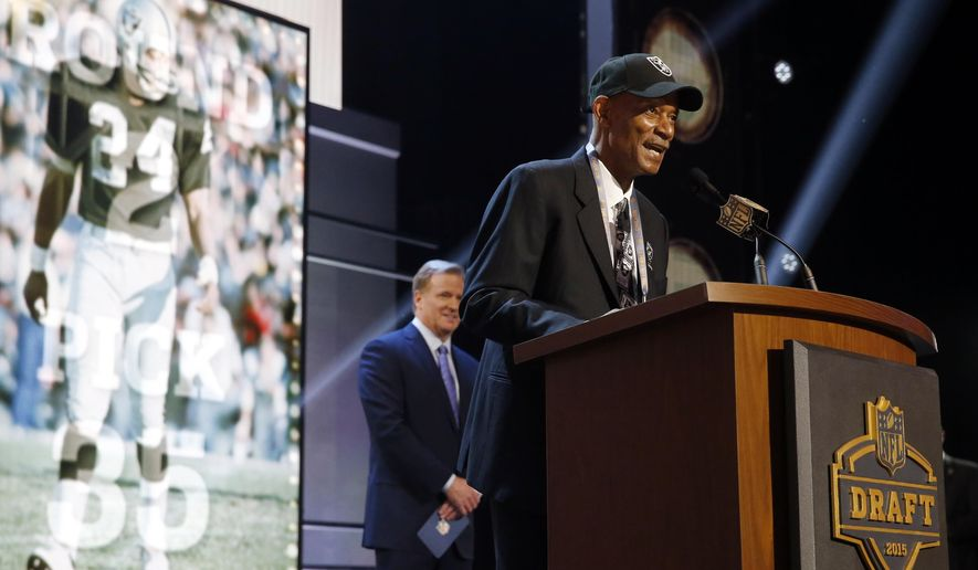 Former Oakland Raiders cornerback Willie Brown announces after the Oakland Raiders selects Florida State defensive lineman Mario Edwards the 35th pick in the second round of the 2015 NFL Football Draft,  Friday, May 1, 2015, in Chicago. (AP Photo/Charles Rex Arbogast)
