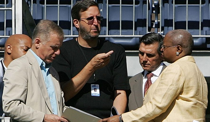 """FILE - In this July 24, 2008 file photo, producer Ricky Kirshner, center in black talks with Democratic leaders at Invesco Field in Denver. Producers who have created the Tony Awards show for the past 12 years will be given a """"clean slate"""" and a mandate to update the """"Kennedy Center Honors,"""" marking a new direction for the CBS broadcast for the first time in nearly four decades. The Kennedy Center for the Performing Arts announced Tuesday that Ricky Kirshner and Glenn Weiss of White Cherry Entertainment in New York City will produce this year's """"Honors"""" show. Beyond the Tony Awards, the pair has produced the Emmy Awards, Super Bowl Halftime Shows and other TV events. From second from left are, Howard Dean, Kirshner, Federico Pena and Leah Daughtry. (AP Photo/Ed Andrieski)"""