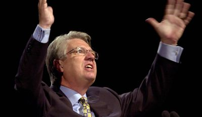 President of the Southern Baptist Convention Jack Graham, of Plano, Texas, preaches to a group of followers during the convention Tuesday, June 17, 2003, in Phoenix. (AP Photo/Paul Connors) ** FILE **