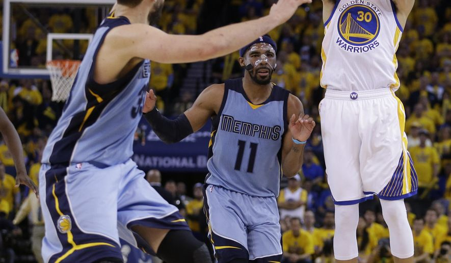 Golden State Warriors' Stephen Curry, right, shoots over Memphis Grizzlies' Marc Gasol, left, and Mike Conley (11) during the fourth quarter in Game 2 in a second-round NBA basketball playoff series Tuesday, May 5, 2015, in Oakland, Calif. (AP Photo/Ben Margot)