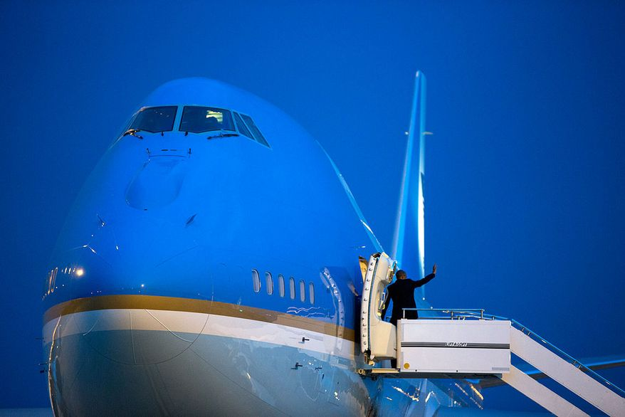 President Barack Obama waves goodbye as he boards Air Force One for departure from RAF Station Fairford in Gloucestershire, England, en route to Joint Base Andrews, Md., Sept. 5, 2014. (Official White House Photo by Pete Souza)