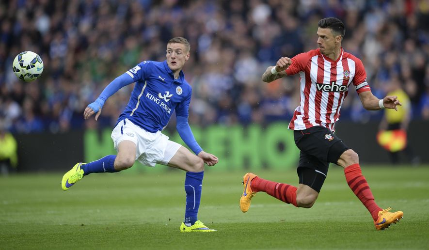 Leicester City's Jamie Vardy, left, and Southampton's Jose Fonte battle for the ball during their English Premier League soccer match at the King Power Stadium, Leicester, England, Saturday, May 9, 2015. (Jon Buckle/PA via AP)     UNITED KINGDOM OUT     -     NO SALES      -     NO ARCHIVES