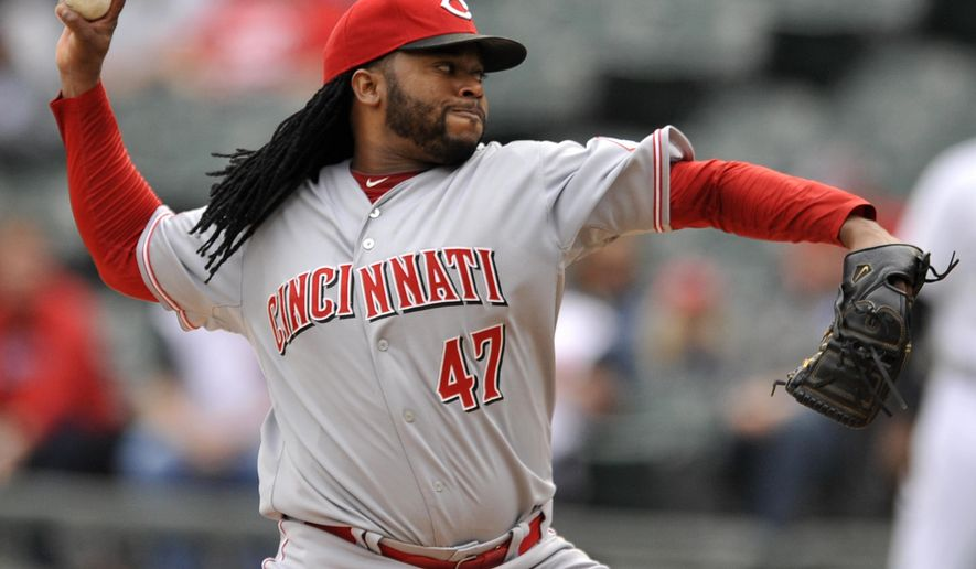 Cincinnati Reds starter Johnny Cueto delivers a pitch during the first inning of the first game of a double header interleague baseball game against the Chicago White Sox Saturday, May 9, 2015, in Chicago. (AP Photo/Paul Beaty)