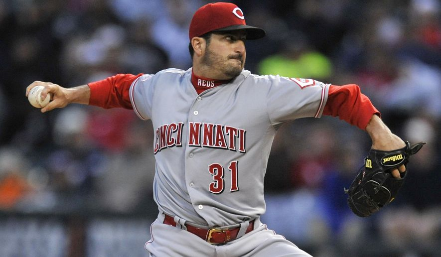Cincinnati Reds starter Jason Marquis delivers a pitch to the Chicago White Sox during the first inning of the second game of a baseball doubleheader Saturday, May 9, 2015, in Chicago. (AP Photo/Paul Beaty)