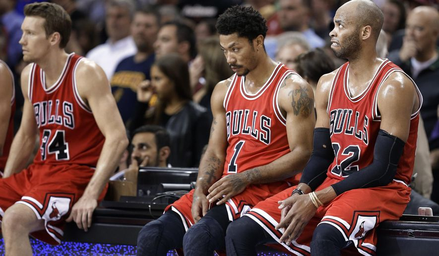 Chicago Bulls forward Mike Dunleavy (34), guard Derrick Rose (1) and forward Taj Gibson (22) wait to enter during the first half of Game 5 against the Cleveland Cavaliers in a second-round NBA basketball playoff series Tuesday, May 12, 2015, in Cleveland. (AP Photo/Tony Dejak)