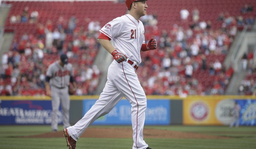Cincinnati Reds' Todd Frazier runs home after hitting a two-run home run off Atlanta Braves starting pitcher Mike Foltynewicz, left, during the first inning of a baseball game, Tuesday, May 12, 2015, in Cincinnati. (AP Photo/John Minchillo)