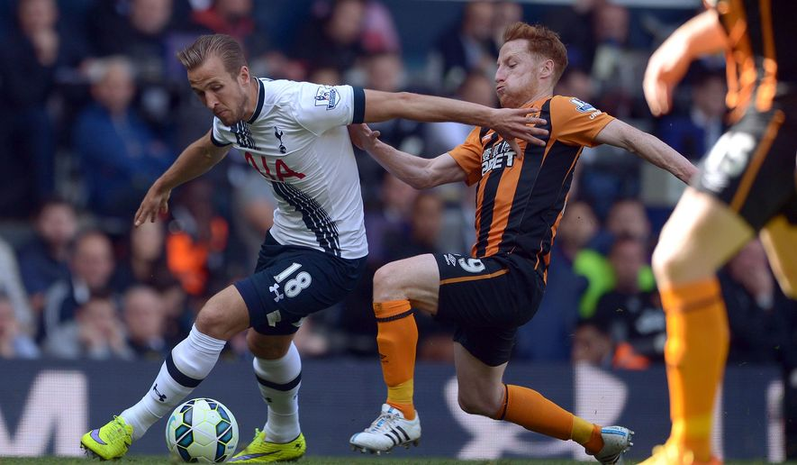 Hull City's Stephen Quinn, right, slides in on Tottenham Hotspur's Harry Kane during their English Premier League soccer match at White Hart Lane, London, Saturday, May 16, 2015. (Anthony Devlin/PA via AP)       UNITED KINGDOM OUT       -     NO SALES      -      NO ARCHIVES