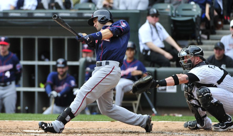 Minnesota Twins' Brian Dozier hits a three-run homer against the Chicago White Sox during the seventh inning of a baseball game, Sunday, May 24, 2015 in Chicago. (AP Photo/David Banks)