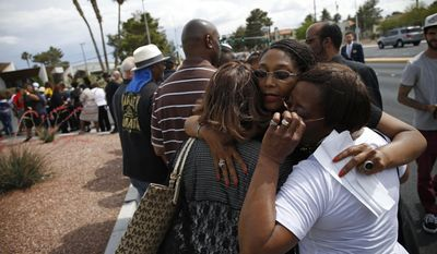Rita Washington, facing camera, daughter of B.B. King, embraces people waiting in line during a public viewing of the blues legend Friday, May 22, 2015, in Las Vegas. A pu(AP Photo/John Locher)
