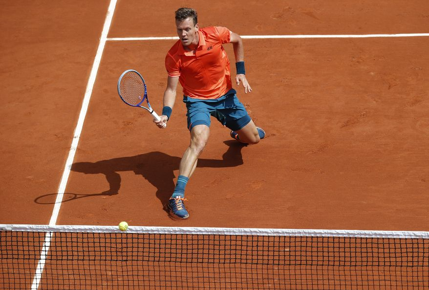 Czech Republic's Tomas Berdych returns the ball to Japan's Yoshihito Nishioka during their first round match of the French Open tennis tournament at the Roland Garros stadium, Monday, May 25, 2015 in Paris,  (AP Photo/Michel Euler)