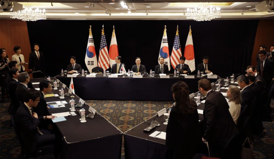 South Korea's delegation, center, led by Special Representative for Korean Peninsula Peace and Security Affairs Hwang Joon-kook, center top, U.S. delegation, right, and Japan's delegation, left, attend at their meeting about North Korea in Seoul, South Korea, Wednesday, May 27, 2015. (AP Photo/Lee Jin-man)