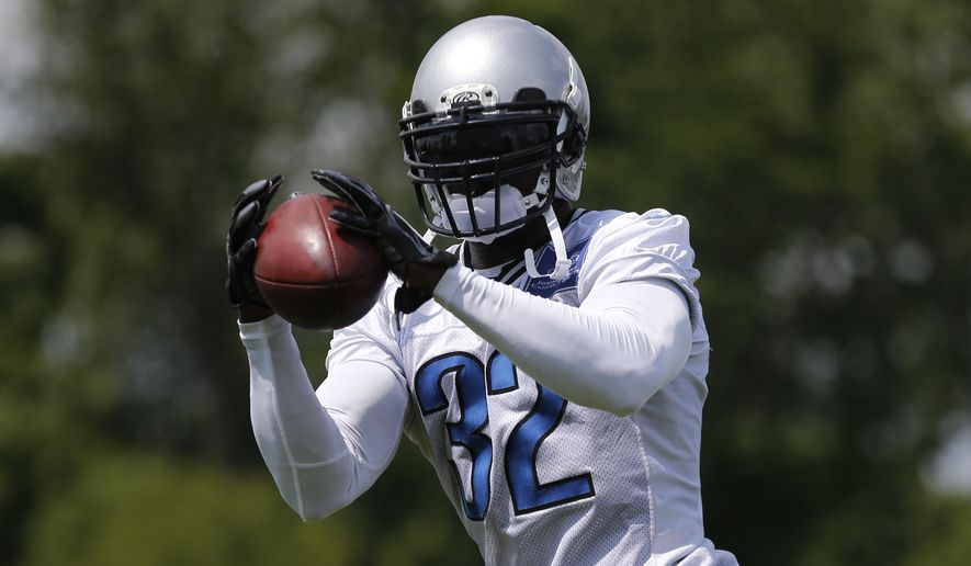 Detroit Lions safety James Ihedigbo catches a ball during an NFL football organized team activity in Allen Park, Mich., Wednesday, May 27, 2015. (AP Photo/Paul Sancya