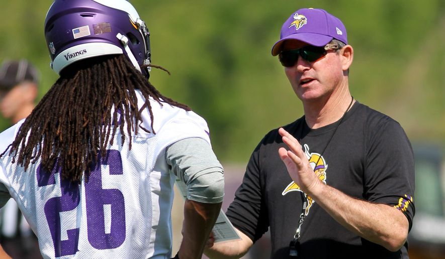 Minnesota Vikings head coach Mike Zimmer talks with Trae Waynes, a rookie out of Michigan State,  at the Vikings practice facility Wednesday, May 27, 2015, in Eden Prairie, Minn. (AP Photo/Andy Clayton-King)