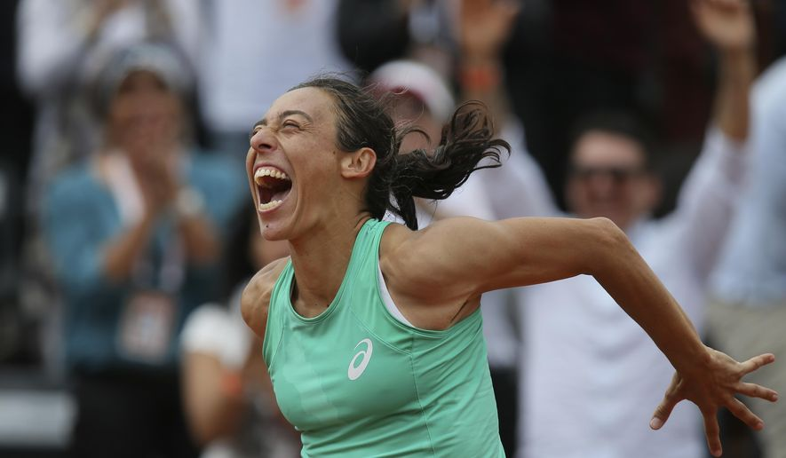 Italy's Francesca Schiavone celebrates after defeating Russia's Svetlana Kuznetsova during their second round match of the French Open tennis tournament at the Roland Garros stadium, Thursday, May 28, 2015 in Paris, . Schiavone won 6-7, 7-5, 10-8 in 3 hours and 50 minutes. (AP Photo/David Vincent)
