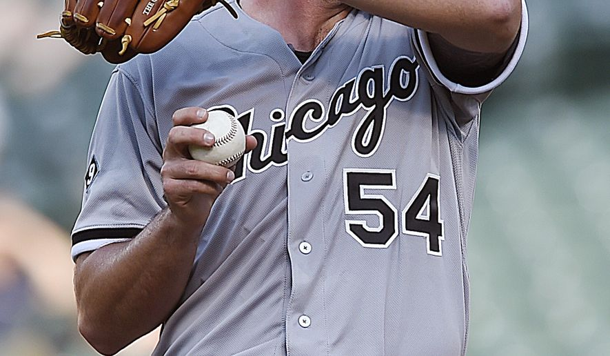 Chicago White Sox pitcher Chris Beck pauses after giving up a run to the Baltimore Orioles in the sixth inning of the second game of a baseball doubleheader Thursday, May 28, 2015, in Baltimore. The Orioles won 6-3. (AP Photo/Gail Burton)