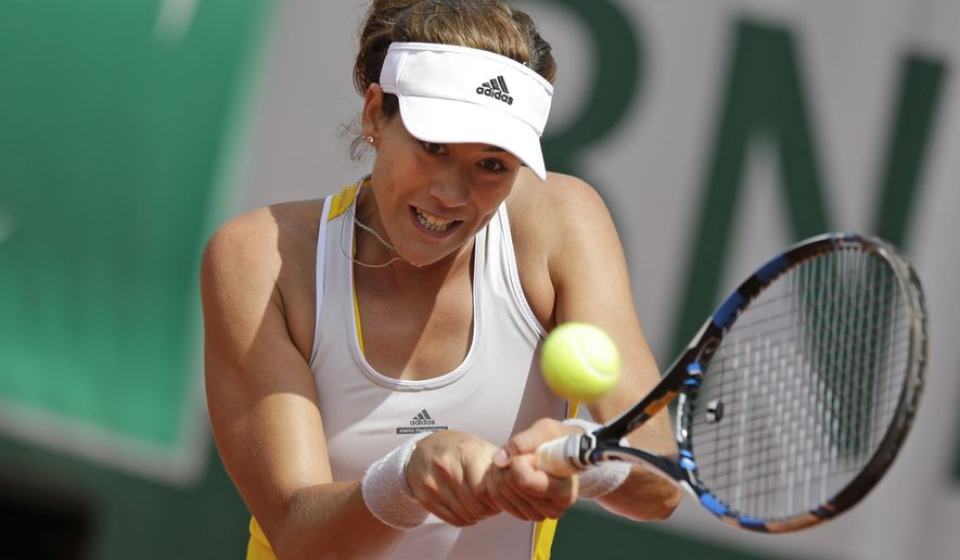 Spain's Garbine Muguruza returns in the fourth round match of the French Open tennis tournament against Italy's Flavia Pennetta at the Roland Garros stadium, in Paris, France, Monday, June 1, 2015. (AP Photo/Thibault Camus)