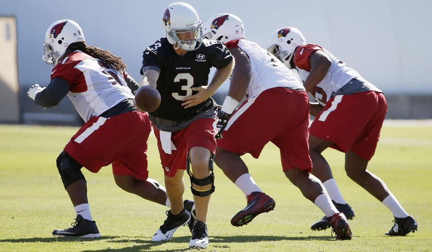 Arizona Cardinals quarterback Carson Palmer (3) gets ready to hand the ball off during an NFL football organized team activity Monday, June 1, 2015, in Tempe, Ariz. (AP Photo/Ross D. Franklin)